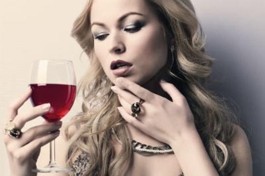 1457837-alcool-pourquoi-les-femmes-trinquent