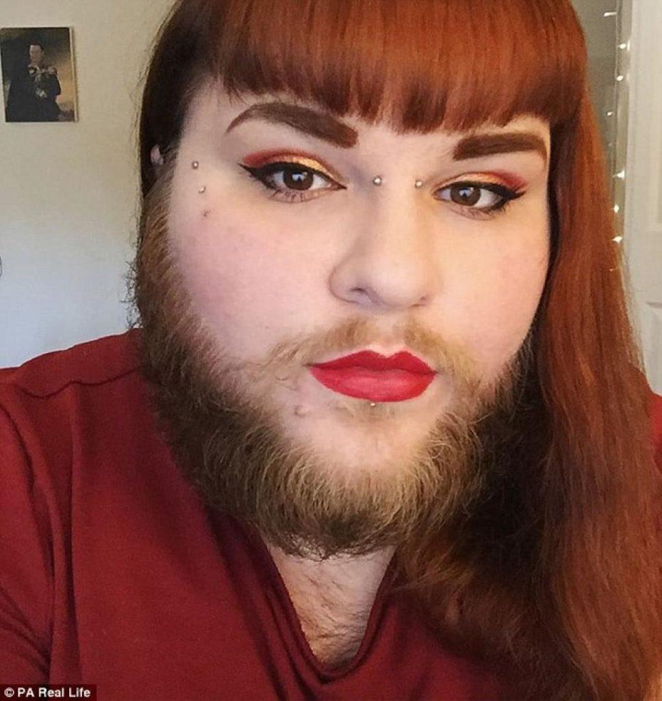 femme qui se rase